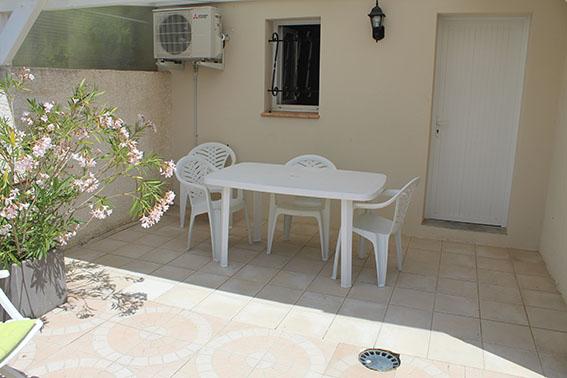 terrasse gîte la tintaine villa maimona balaruc les bains